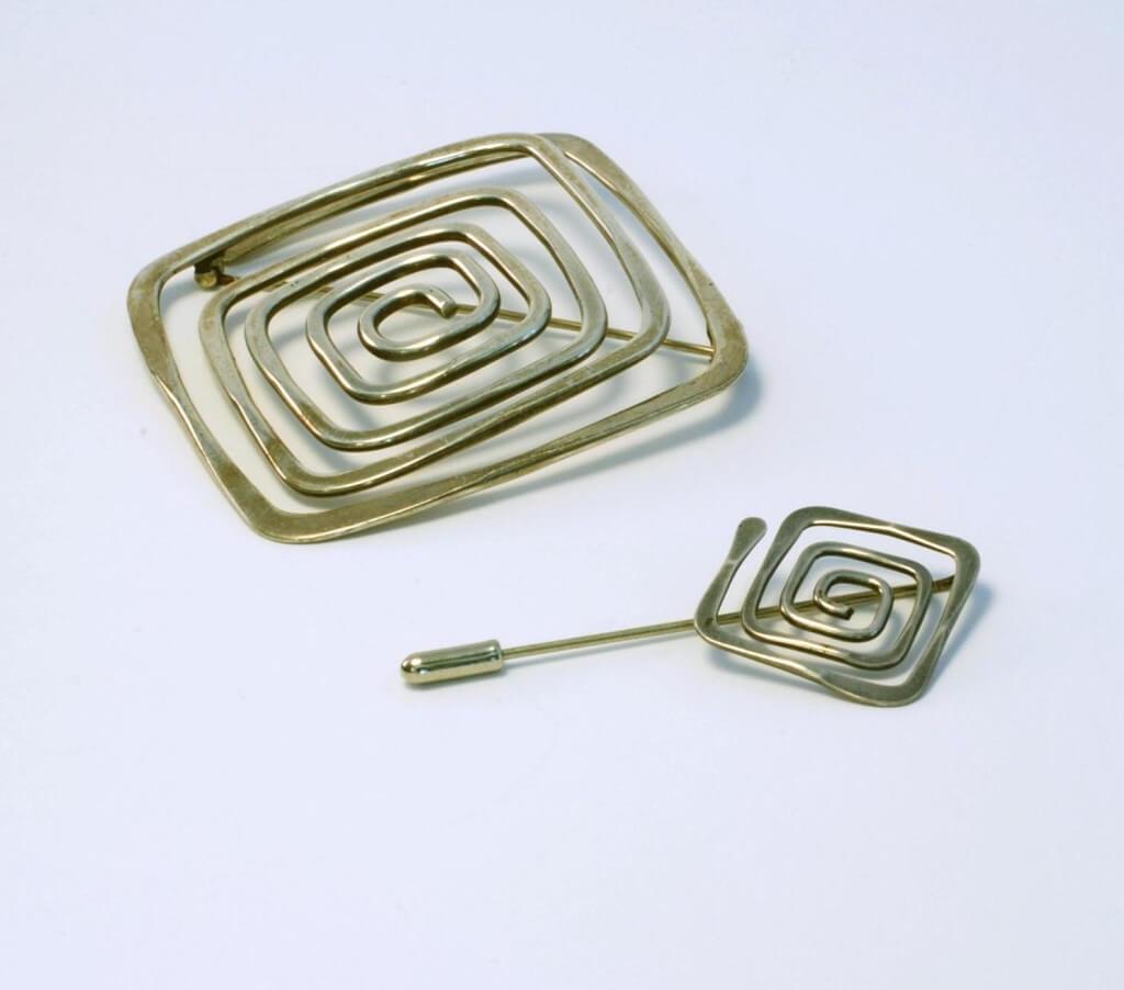 Ed Wiener srebrne, kwadratowo-spiralne spinka i broszka z 1948-1950 roku