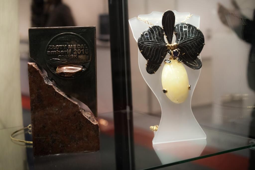 Czarna orchidea - Krzysztof Bondaruk