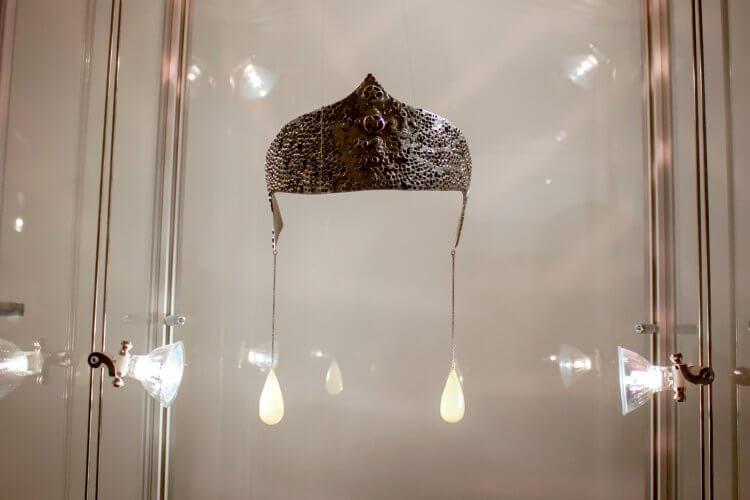 Krystyna Dobrzańska - -70 tiara, copper-clad steel, plastic, 1969-1970